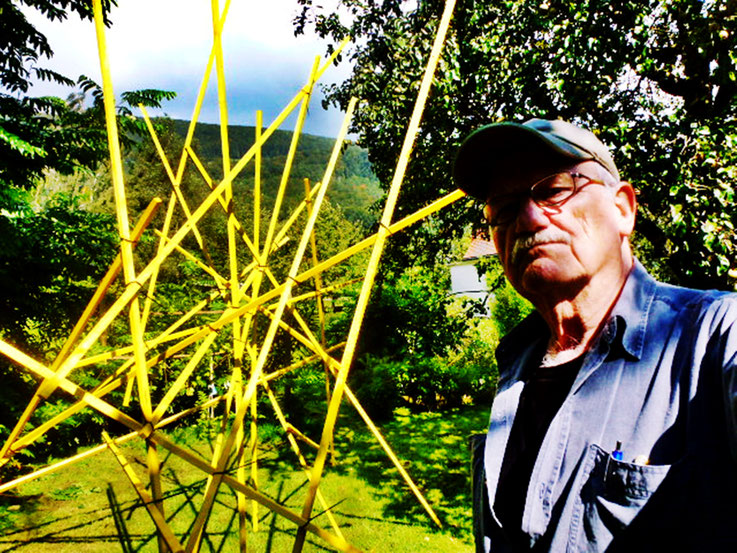 Mikado Sculpture in Yellow – by Pedro Meier Multimedia Artist – Atelier Garden Niederbipp, Gerhard Meier-Weg, Switzerland – Also studios Olten and Bangkok – VISARTE, IAA AIAP UNESCO, International Association of Art – © Pedro Meier / ProLitteris