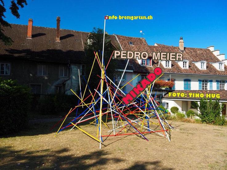 Pedro Meier – info-freiamt – Mikado-Skulptur by © Pedro Meier Multimedia Artist, Spittelturm ArtWalk Bremgarten Obertor. Atelier: Gerhard Meier-Weg Niederbipp / Bangkok Thailand / Kunsthalle Olten – DADA FLUXUS SIKARt – Foto Tino Hug – info-bremgarten.ch