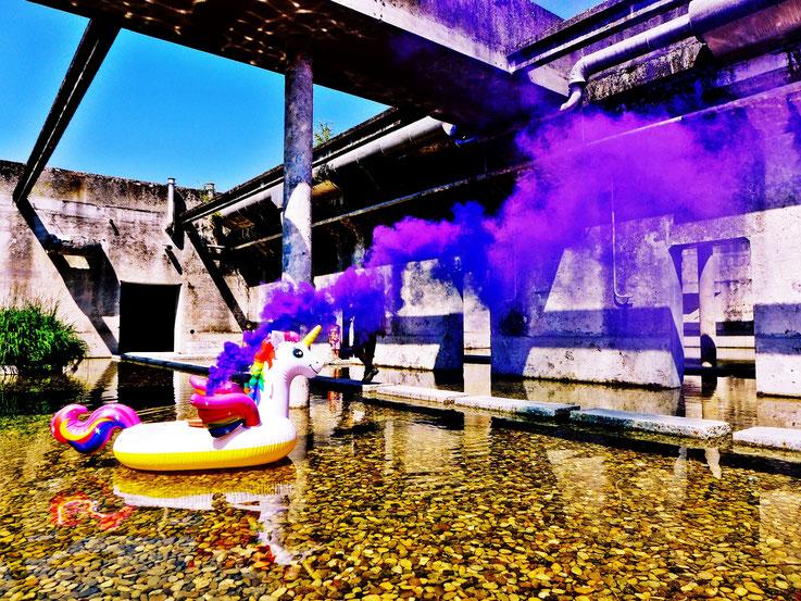 Pedro Meier Uferpark »Weisses Einhorn«, Blue Colour Smoke Bomb Action. Rauch Performance Campus Attisholz Areal Solothurn, Kantine 1881 © by Pedro Meier Multimedia Artist Niederbipp. Kunsthalle Olten. Bangkok Art Group BACC Visarte. Lexikon SIKART Zürich