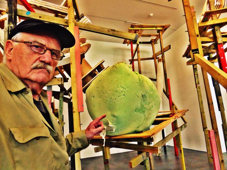 Pedro Meier meets PhYllida Barlow – Kunsthalle Zürich 2017 – Switzerland – »Selfie-Art-Project« Pedro Meier Nr. 25 – Photo © Pedro Meier Multimedia Artist – Gerhard Meier Weg, Niederbipp – Olten – Bangkok