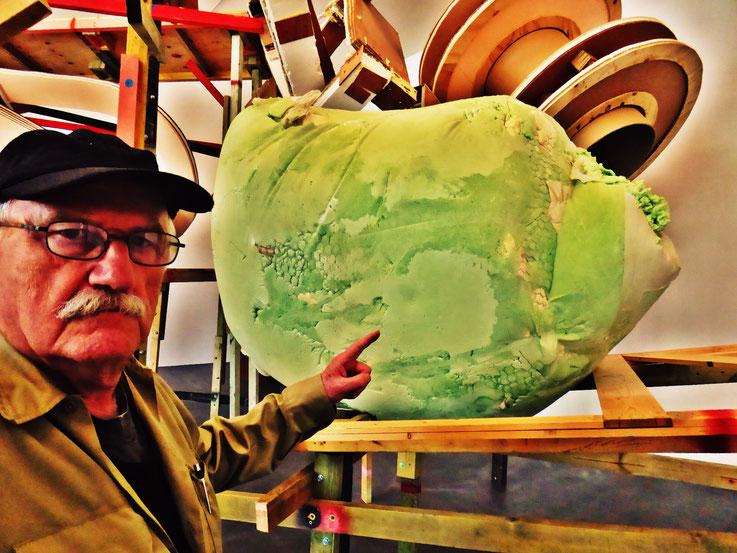 Pedro Meier meets PhYllida Barlow – Kunsthalle Zürich 2017 – Switzerland – »Selfie-Art-Project« Pedro Meier Nr. 32 – Photo © Pedro Meier Multimedia Artist – Gerhard Meier Weg, Niederbipp – Olten – Bangkok