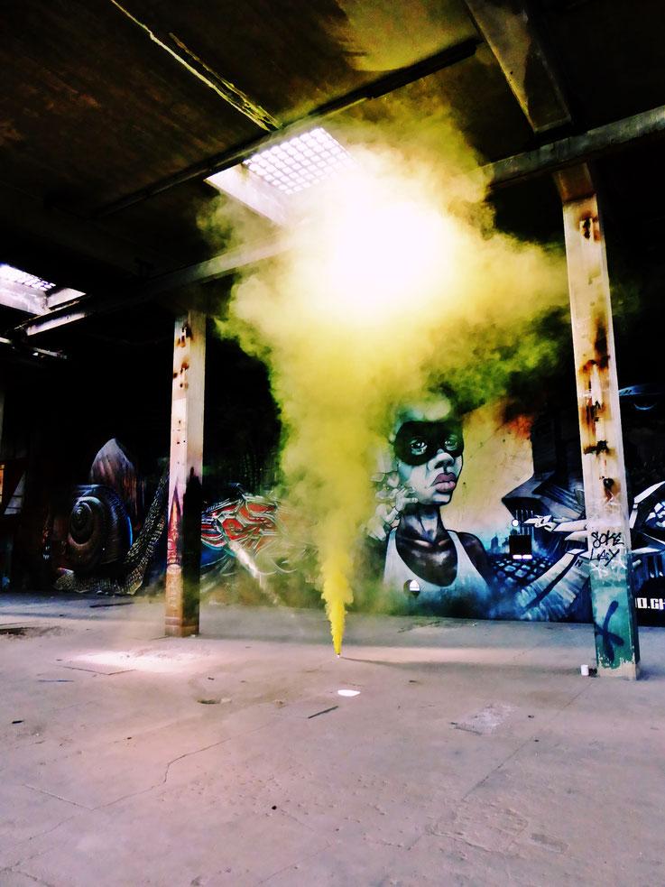 Pedro Meier Yellow Fog Rauch Performance, Color Smoke Bomb Project King's Hall of Fame Graffiti, Campus Attisholz Areal, Kantine Uferpark. © Pedro Meier Multimedia Artist Niederbipp. Kunsthalle Olten. Bangkok Art Group BACC. Visarte. Lexikon SIKART Zürich