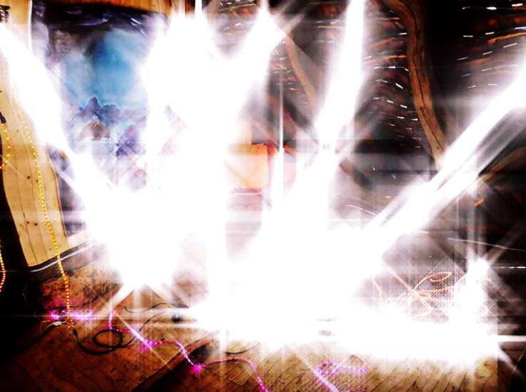 Pedro Meier – Weisser Traum – Lichtkunst – LightArt – Neon/LED – 200 Jahre altes Bauernhaus, Dachstock – Photo © Pedro Meier Multimedia Artist Visual Art Museum Bangkok – FLUXUS – DADA – SIKART Zürich – Gerhard Meier Weg Niederbipp Bern bei Solothurn