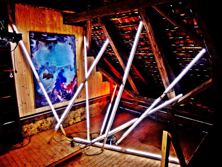 Pedro Meier – Lichtkunst – Light and sound performance – Neon und LED-Installation 2017 Nr. 06 – im Dachstock Atelier Gerhard Meier-Weg Niederbipp – Photo © Pedro Meier Multimedia Artist / ProLitteris (Olten, Bangkok)