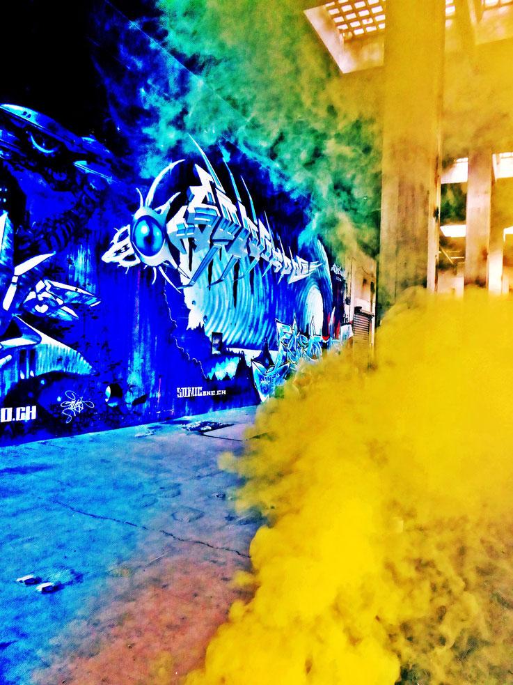 Pedro Meier Yellow Fog Rauch Performance, Color Smoke Bomb Project King's Hall of Fame Graffiti, Campus Attisholz Areal, Kantine Uferpark. © Pedro Meier Multimedia Artist Niederbipp, Kunsthalle Olten. Bangkok Art Group BACC. Visarte. Lexikon SIKART Zürich
