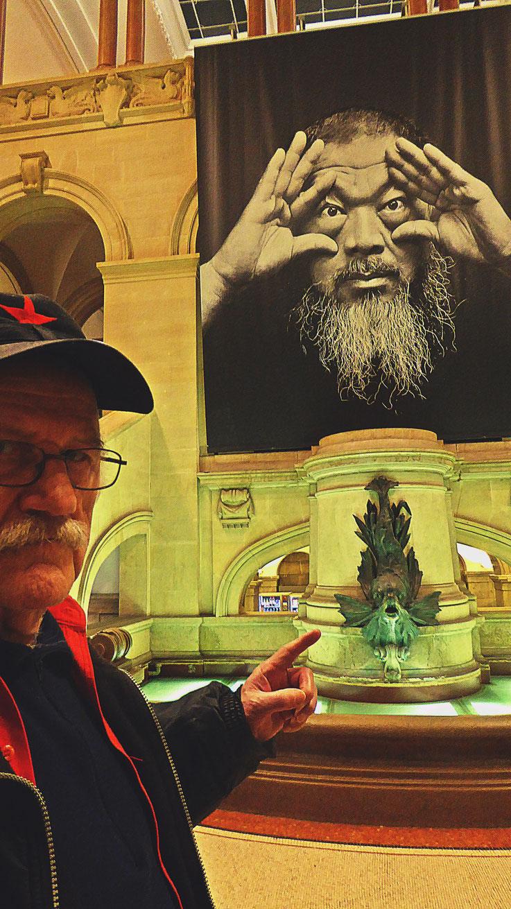 Pedro Meier – Ai Weiwei – »D'ailleurs c'est toujours les autres« – Musée cantonal des Beaux-Arts Lausanne – (Uli Sigg – Bernard Fibicher) – »Selfie-Art-Project« 2017 – Photo: Pedro Meier Multimedia Artist Gerhard Meier Weg, Atelier: Niederbipp – Bangkok
