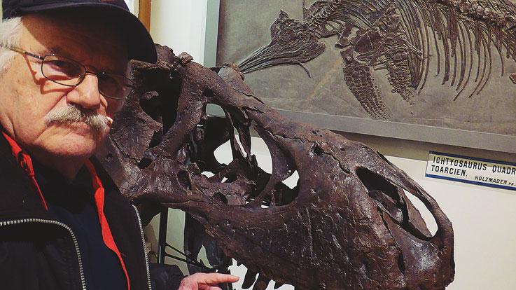 Pedro Meier – Ai Weiwei – »Selfie-Art-Project mit Ichtyosaurus« – »D'ailleurs c'est toujours les autres«, Musée cantonal des Beaux-Arts –  (Uli Sigg – Bernard Fibicher) – Lausanne – Photo: Pedro Meier Multimedia Artist Gerhard Meier Weg Niederbipp Bangkok