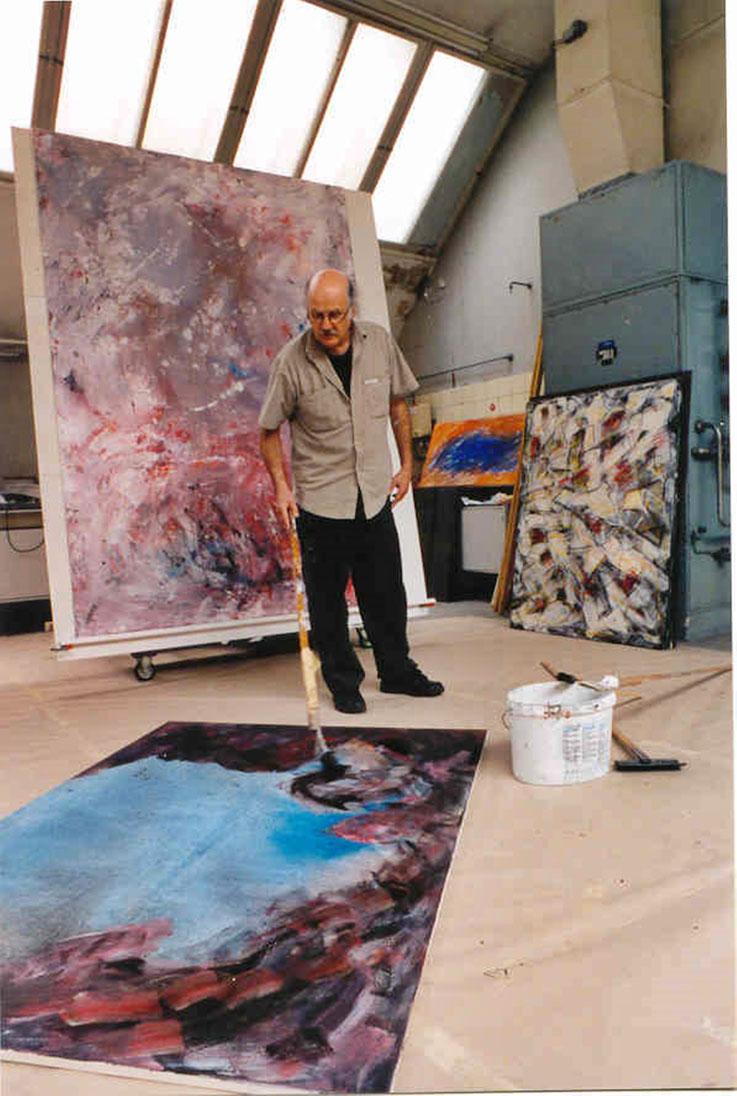 Pedro Meier an der Arbeit um 1997 – Fabrik-Atelier Studio Roggwil-Wynau – Shedhalle – Gugelmann-Areal (abgebrannt 2001) Schweiz« – Photo © Pedro Meier Multimedia Artist / ProLitteris – Niederbipp – Bangkok