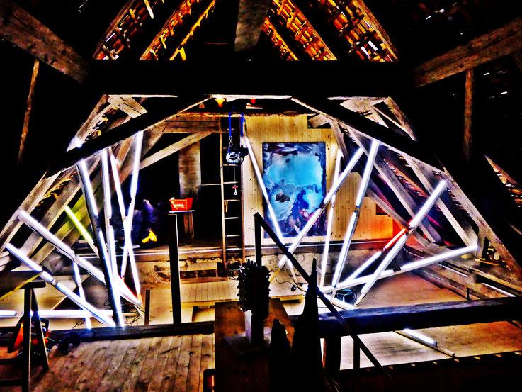 Pedro Meier – Lichtkunst – Light and sound performance – Neon und LED-Installation 2017 Nr. 11 – im Dachstock Atelier Gerhard Meier-Weg Niederbipp – Photo © Pedro Meier Multimedia Artist / ProLitteris (Olten, Bangkok)