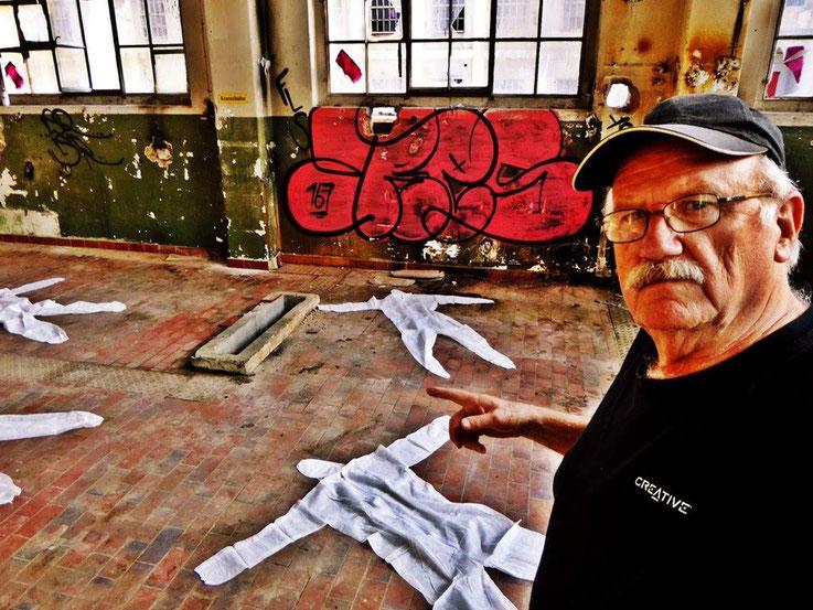 Pedro Meier SelfieArt – Performance Body Counting – Minotaurus Projekt – ArtCampus Attisholz – 2016 © Pedro Meier Multimedia Artist MoMA Visual Art Museum Bangkok FLUXUS – DADA – SIKART Zürich. Atelier: Niederbipp Bern bei Solothurn Oberaargau Switzerland