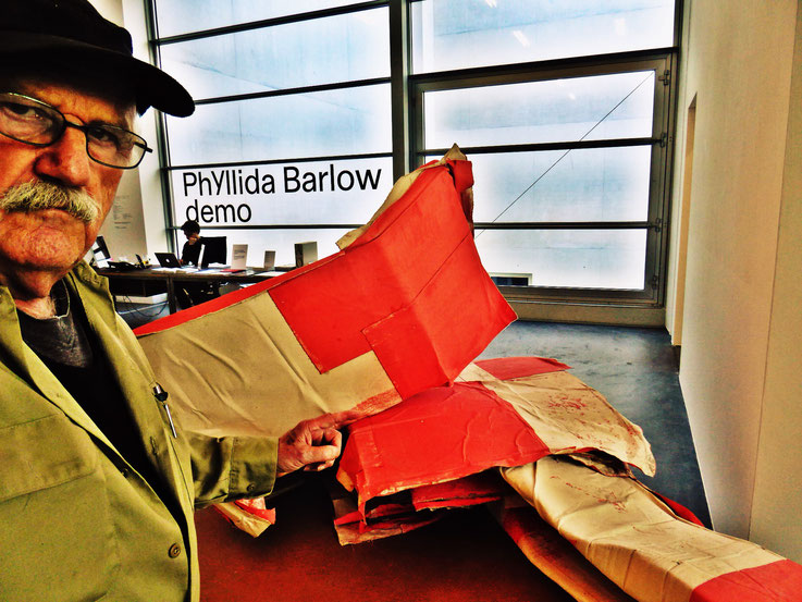 Pedro Meier meets PhYllida Barlow – Kunsthalle Zürich 2017 – Switzerland – »Selfie-Art-Project« Pedro Meier Nr. 24 – Photo © Pedro Meier Multimedia Artist – Gerhard Meier Weg, Niederbipp – Olten – Bangkok