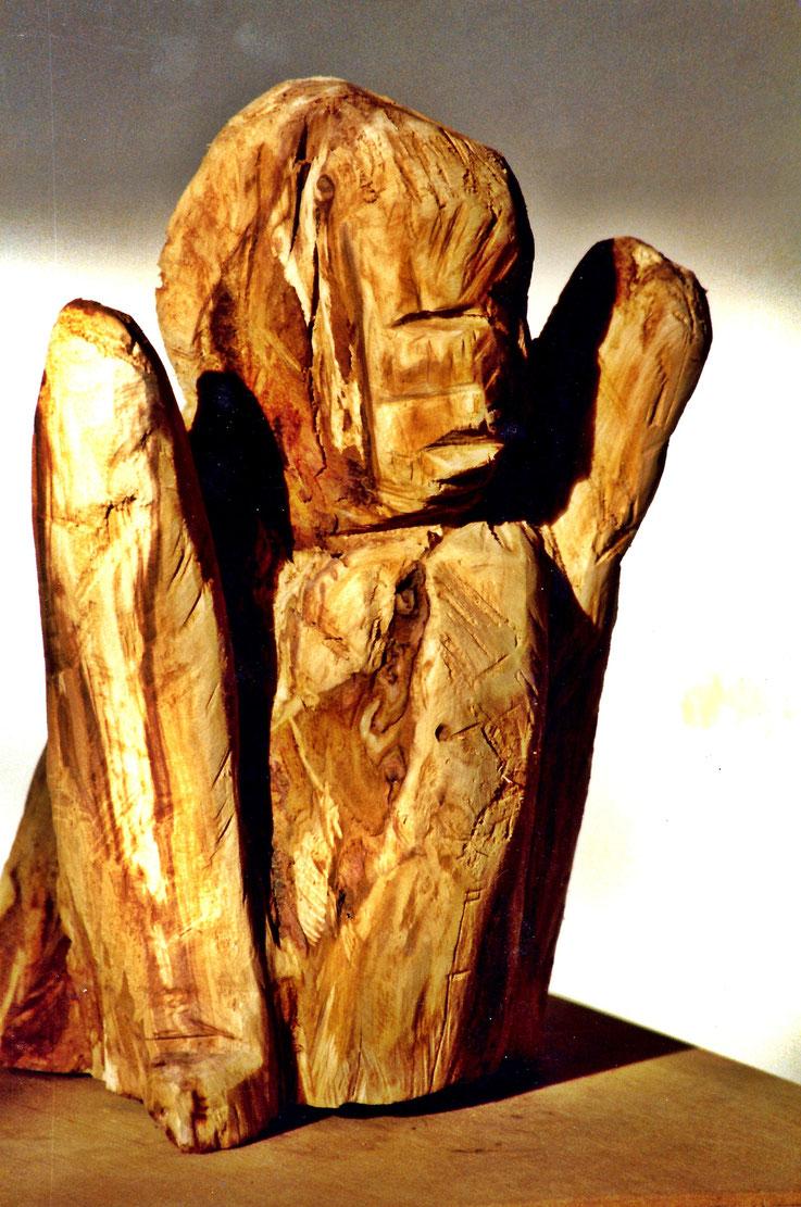 Pedro Meier – Skulptur, Holz vom Apfelbaum – »Kopf-Torso« – 1988 – ArtWork by © Pedro Meier Multimedia Artist – Atelier Gerhard Meier-Weg Niederbipp und Bangkok Thailand – Kunsthalle Olten Offspace – Visarte FLUXUS DADA, PhotoArt DigitalArt, SIKART Zürich