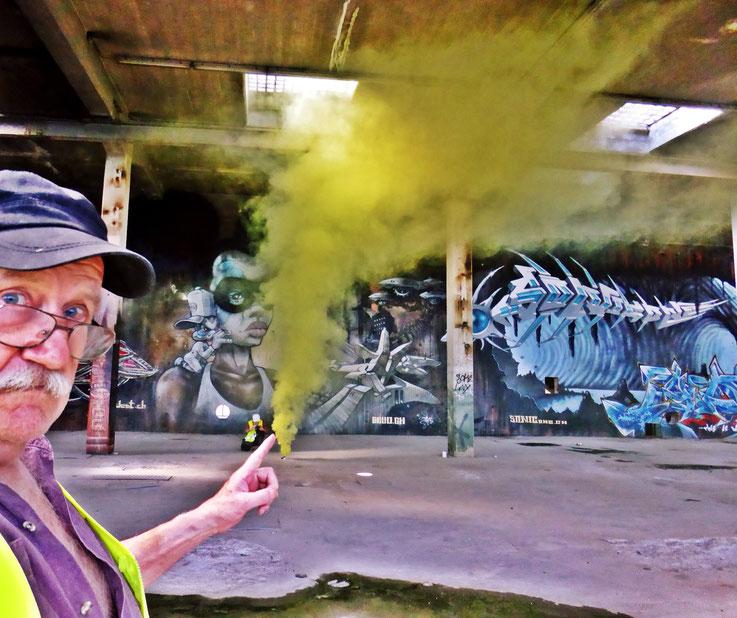 Pedro Meier Yellow Cloud Rauch Performance, Color Smoke Bomb Project King's Hall of Fame Graffiti Campus Attisholz Areal, Kantine Uferpark. © Pedro Meier Multimedia Artist Niederbipp Kunsthalle Olten. Bangkok Art Group BACC. Visarte. Lexikon SIKART Zürich