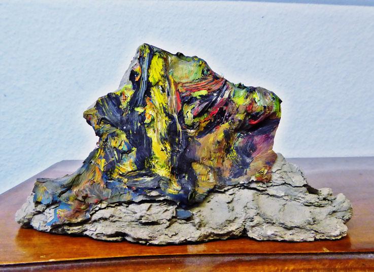 Pedro Meier Skulptur »Siamesischer Berg IV«, (ungebrannter Lehm, Ölfarbe) 1995. Von 1978-1988 Künstleratelier, Skulpturenpark, Künstlerkolonie, Bangkok Art Group. Foto © Pedro Meier Multimedia Artist Gerhard Meier-Weg Niederbipp. Visarte Kunsthalle SIKART