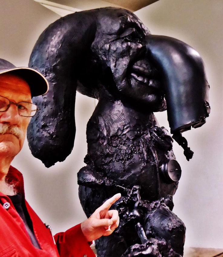 Pedro Meier PhotoArt – mit Paul McCarthy Skulptur – Kunstmuseum St.Gallen – Lokremise Switzerland – »Selfie-Art-Project« – Photo 2016 © Pedro Meier Multimedia Artist / ProLitteris – Niederbipp – Bangkok