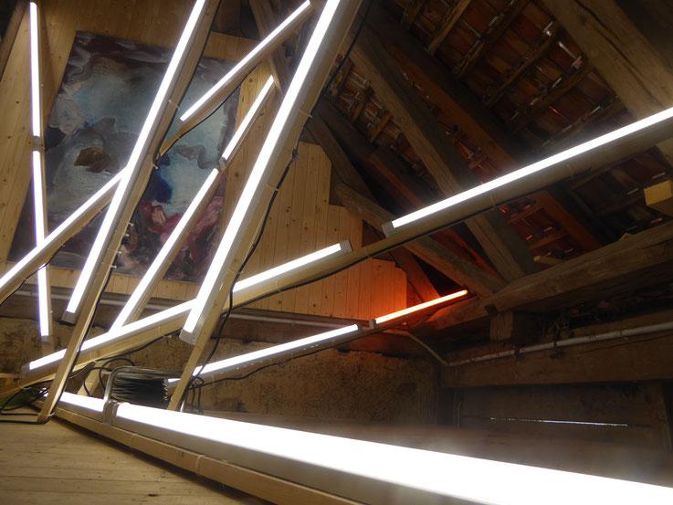 Pedro Meier – Lichtkunst – Light and sound performance – Neon und LED-Installation 2017 Nr. 12 – im Dachstock Atelier Gerhard Meier-Weg Niederbipp – Photo © Pedro Meier Multimedia Artist / ProLitteris (Olten, Bangkok)