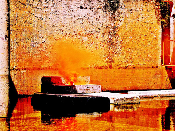 Pedro Meier Campus Attisholz Areal Uferpark »Weisses Einhorn«, Yellow Colour Smoke Bomb Action. Rauch Performance, Kantine 1881 Luterbach © by Pedro Meier Multimedia Artist Niederbipp. Kunsthalle Olten. Bangkok Art Group BACC Visarte Lexikon SIKART Zürich