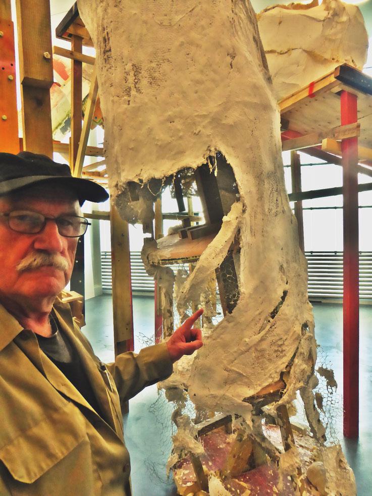 Pedro Meier meets PhYllida Barlow – Kunsthalle Zürich 2017 – Switzerland – »Selfie-Art-Project« Pedro Meier Nr. 26 – Photo © Pedro Meier Multimedia Artist – Gerhard Meier Weg, Niederbipp – Olten – Bangkok