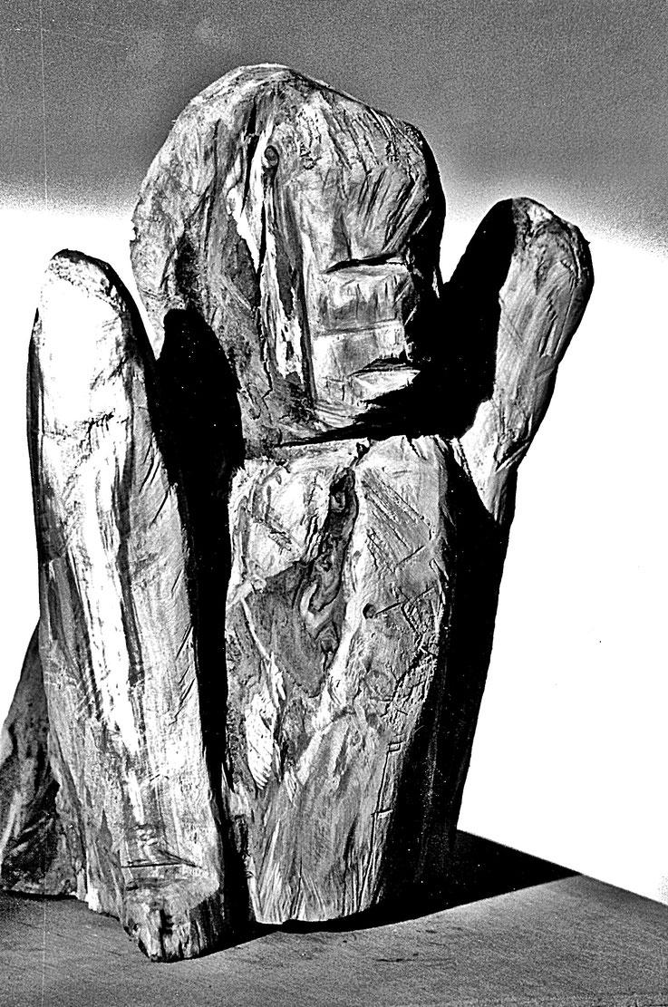 Pedro Meier – Kopf-Torso – Skulptur, Holz vom Apfelbaum 1988 – ArtWork by © Pedro Meier Multimedia Artist – Atelier Gerhard Meier-Weg Niederbipp und Bangkok Thailand – Kunsthalle Olten Offspace – Visarte FLUXUS DADA, PhotoArt DigitalArt – SIKART Zürich