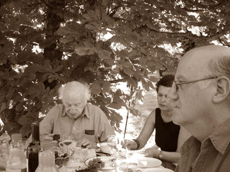 Gerhard Meier 88. Geburtstag 2005 – Ruth Känel – Pedro Meier im Garten von Niederbipp alias Amrain – »Selfie-Art-Project« Pedro Meier – Photo © Pedro Meier Multimedia Artist / ProLitteris