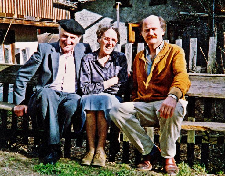 Pedro Meier mit seinen Eltern – Gerhard Meier und Dorli Meier – auf Wanderschaft im Wallis unweit Raron auf Rainer Maria Rilkes Spuren – Mai 1988 – Foto © Pedro Meier Multimedia Artist / ProLitteris