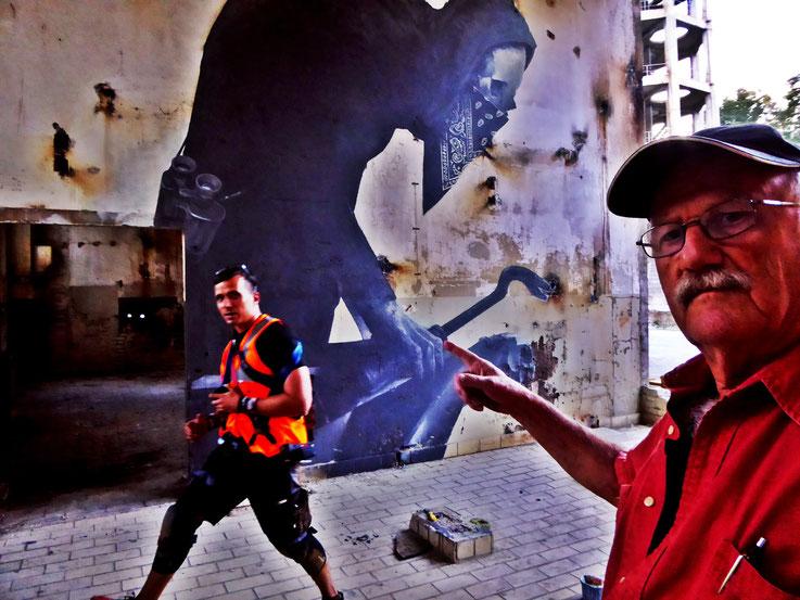 Pedro Meier SelfieArt – Mike Wolff photographer Basel in Aktion – ArtCampus Attisholz bei Solothurn – Foto 2016 © Pedro Meier Multimedia Artist MoMA Visual Art Museum Bangkok – FLUXUS – DADA – SIKART Zürich – Gerhard Meier Weg Niederbipp Bern Oberaargau
