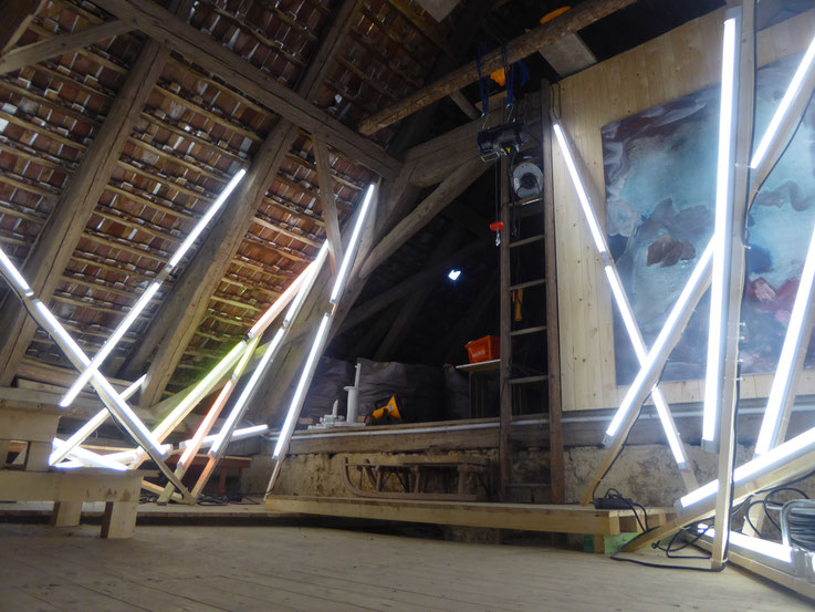 Pedro Meier – Lichtkunst – Light and sound performance – Neon und LED-Installation 2017 Nr. 14 – im Dachstock Atelier Gerhard Meier-Weg Niederbipp – Photo © Pedro Meier Multimedia Artist / ProLitteris (Olten, Bangkok)