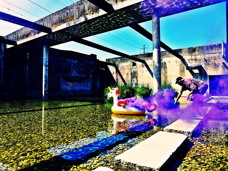 Pedro Meier Campus Attisholz Areal Uferpark »Weisses Einhorn«, Pink Colour Smoke Bomb Action. Rauch Performance Solothurn, Kantine 1881 © by Pedro Meier Multimedia Artist Niederbipp. Kunsthalle Olten. Bangkok Art Group BACC Visarte. Lexikon SIKART Zürich