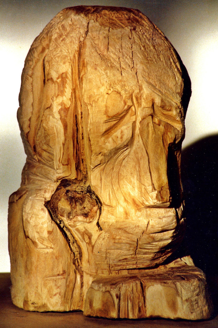 Pedro Meier – Kopf – Holzskulptur – Apfelbaumholz – ArtWork 1998 by © Pedro Meier Multimedia Artist – Kunsthalle Olten Offspace – Atelier Gerhard Meier-Weg Niederbipp und Bangkok Thailand – DADA FLUXUS,  MailArt DigitalArt  PhotoArt, VISARTE SIKART Zürich