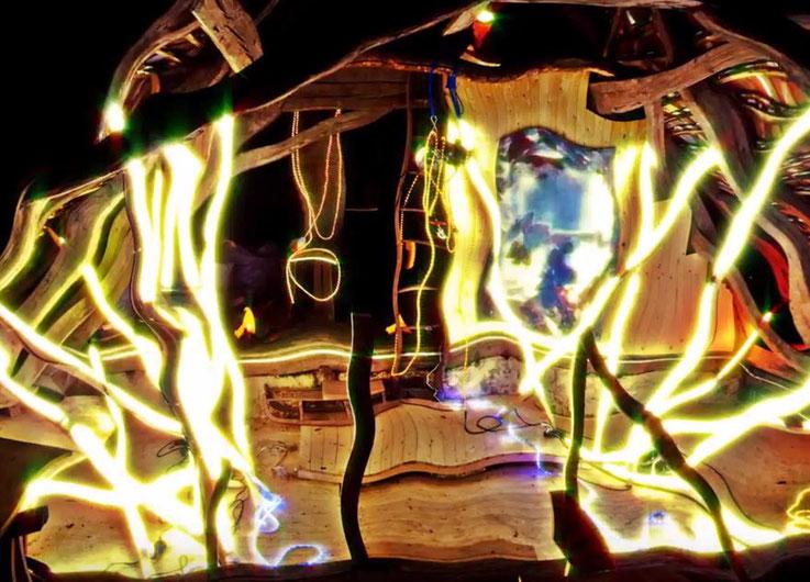 Pedro Meier – Lights dance – Lichtkunst – LightArt – Neon/LED – 200 Jahre altes Bauernhaus, Dachstock – Photo © Pedro Meier Multimedia Artist MoMA Bangkok – FLUXUS – DADA – SIKART Zürich – Gerhard Meier Weg Niederbipp Bern bei Solothurn