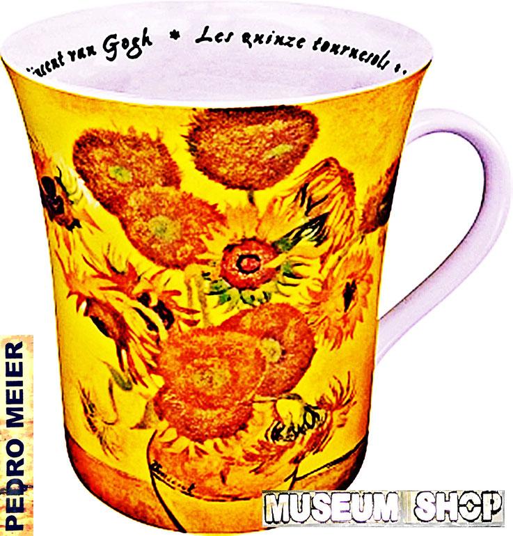 Pedro Meier: Vincent van Gogh Sonnenblumen-Tassen, van Gogh Museum Amsterdam. Ausstellung »MuseumsShop & Wunderkammer«. Eine Persiflage / Parodie auf den kommerzialisierten Museumsbetrieb. Installation Pedro Meier Multimedia Artist Attisholz, Bangkok-BACC