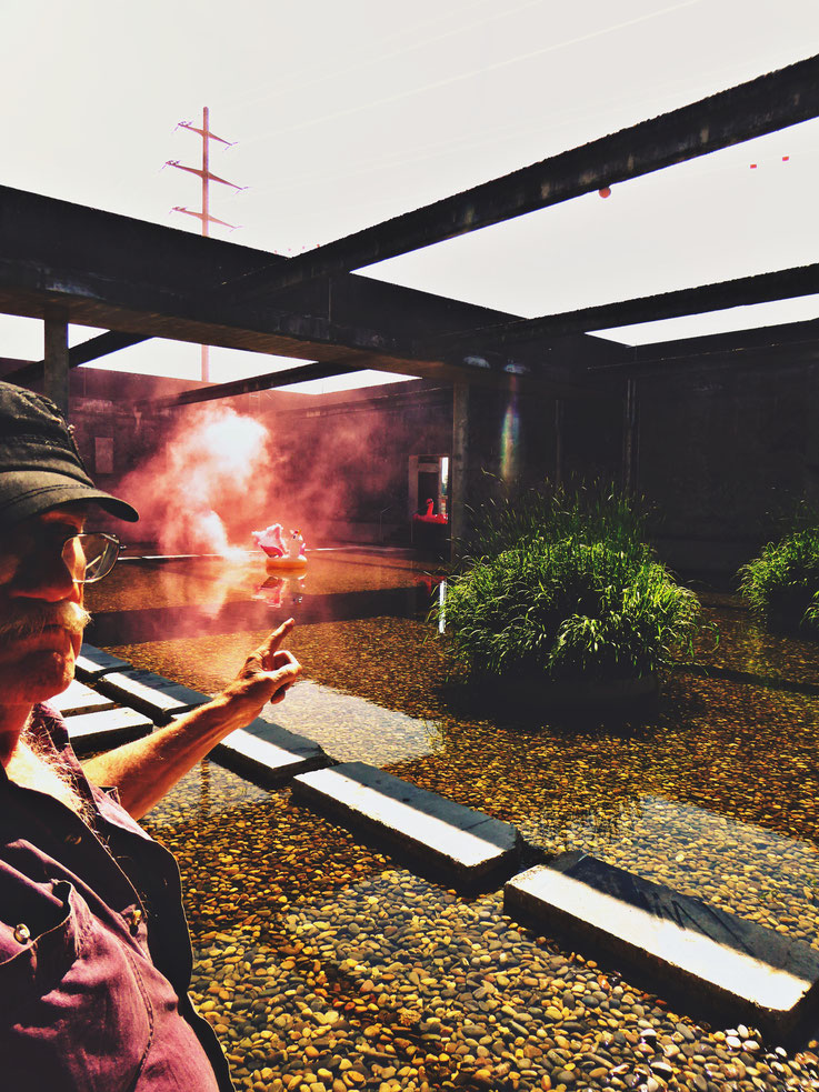 Pedro Meier Uferpark »Weisses Einhorn«, Pink Colour Smoke Bomb Action. Rauch Performance Campus Attisholz Areal Solothurn, Kantine 1881 © by Pedro Meier Multimedia Artist Niederbipp. Kunsthalle Olten. Bangkok Art Group BACC Visarte. Lexikon SIKART Zürich