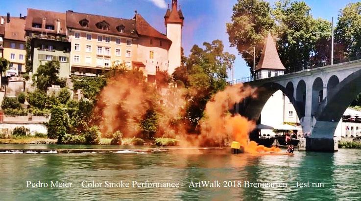 Pedro Meier – Bremgarten Art Walk – Color Smoke Performance, (test run) – Hexenturm, Reuss, Holzbrücke, Eisenbahnbrücke BD nach Wohlen – Restaurant Bijou – Stadthof – © Pedro Meier Multimedia Artist Gerhard Meier-Weg Niederbipp – MoMA, SIKART Zürich