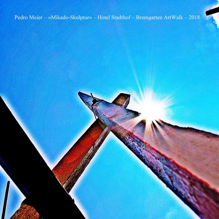 Pedro Meier Himmelsstürmer »Mikado-Skulptur« im Garten, Hotel Stadthof, Antoniegasse Bremgarten ArtWalk, Obertor, Reussbrücke – by © Pedro Meier – Atelier: Gerhard Meier-Weg Niederbipp / Bangkok Thailand / Kunsthalle Olten – Foto Vitaltransformer, SIKART