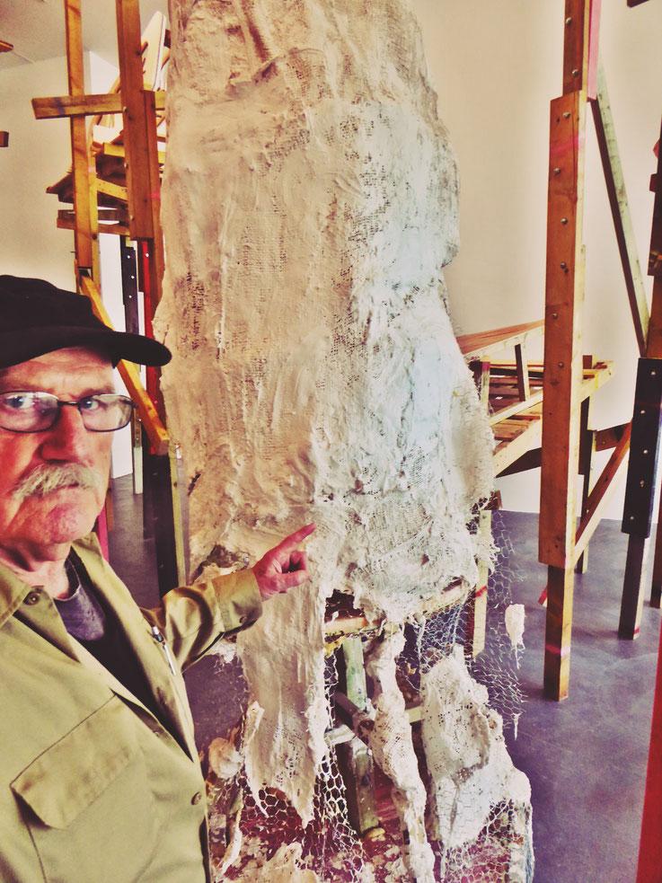 Pedro Meier meets PhYllida Barlow – Kunsthalle Zürich 2017 – Switzerland – »Selfie-Art-Project« Pedro Meier Nr. 28 – Photo © Pedro Meier Multimedia Artist – Gerhard Meier Weg, Niederbipp – Olten – Bangkok