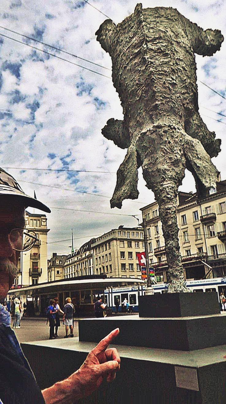 Pedro Meier – Miquel Barceló – Elefant Bronzeskulptur – Paradeplatz Zürich – »Neuer Norden Zürich« – © Pedro Meier »Selfie-Art-Project« Multimedia Artist, Gerhard Meier Weg Niederbipp / Bangkok Golf von Thailand – FLUXUS DADA, Visarte, SIKART Zürich