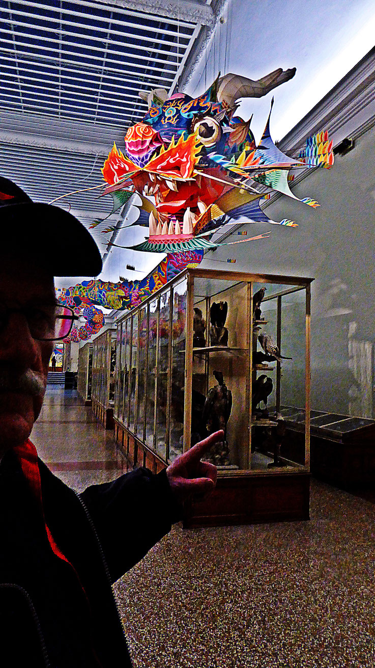 Pedro Meier – Ai Weiwei »With Wind« Chinese dragon – »D'ailleurs c'est toujours les autres«, Musée cantonal des Beaux-Arts Lausanne, (Uli Sigg – Bernard Fibicher) – »Selfie-Art-Project« 2017 Pedro Meier Multimedia Art, Gerhard Meier Weg Niederbipp Bangkok