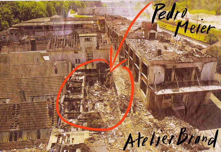 Pedro Meier Atelierbrand Gugelmann-Areal Roggwil Langenthal (Lorze AG Adrian Gasser). Über 1000 Bilder, Zeichnungen und Skulpturen sind verbrannt. Einzigartige Bibliothek, 12'000 Bücher zerstört. Künstlerisches Lebenswerk vernichtet. Feuerkatastrophe 2001