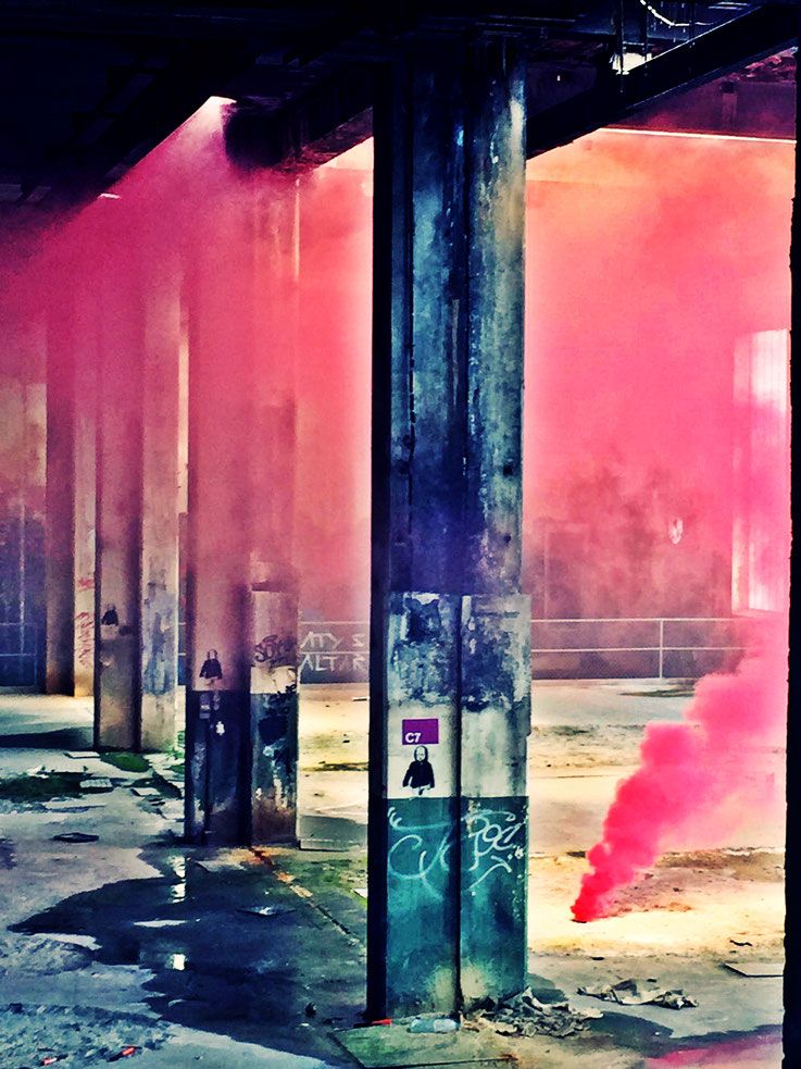 Pedro Meier Pink Fog Rauch Performance, Color Smoke Bomb Project King's Hall of Fame Graffiti, Campus Attisholz Areal, Kantine Uferpark. © Pedro Meier Multimedia Artist Niederbipp. Kunsthalle Olten. Bangkok Art Group BACC. Visarte. Lexikon SIKART Zürich