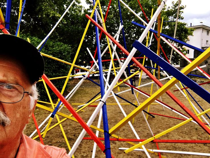 Mikado-Skulptur in vier Farben by © Pedro Meier Multimedia Artist »Selfie-Art-Project«, Zeughausgarten Obertor, ArtWalk Bremgarten 2018 Spittelturm – Atelier: Gerhard Meier-Weg Niederbipp und Bangkok Thailand – Kunsthalle Olten – DADA FLUXUS SIKART Zürich