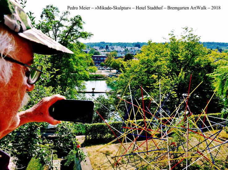 Pedro Meier Bremgarten ArtWalk – »Mikado-Skulptur« – Gartenterrasse, Hotel Stadthof, Antoniegasse Obertor, Reuss Postkasten – by © Pedro Meier – Atelier: Gerhard Meier-Weg Niederbipp / Bangkok Thailand / Kunsthalle Olten – Foto Vitaltransformer, SIKART ZH