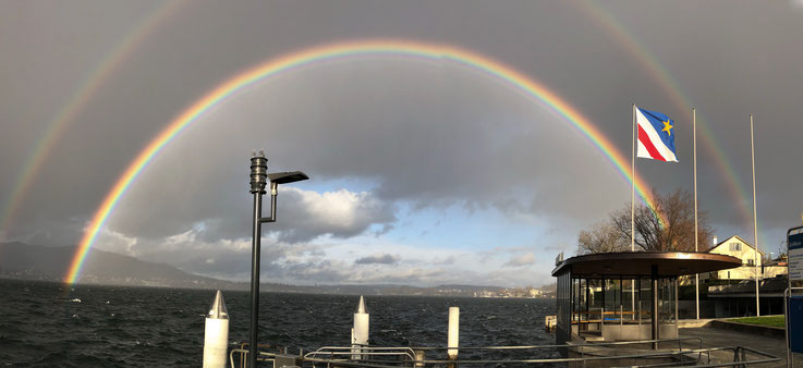 Regenbogen über dem Zürichsee