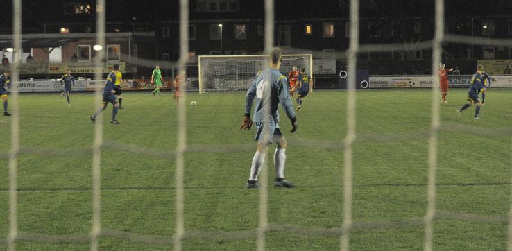 VfL-Torhüter Marcel Bergmann konnte das Spiel in weiten Phasen in Ruhe betrachten. Er bekam nur wenig zu tun.
