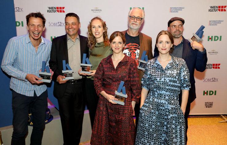 Sonja Pikart mit den weiteren Presiträgern Klaus Eckel (Hauptpreis), maschek (Sonderpreis) und RaDeschnig (Programmpreis)
