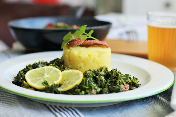 Grünkohl mit Kartoffel_Stampf und Kohlwurts Rezepte Oligarto