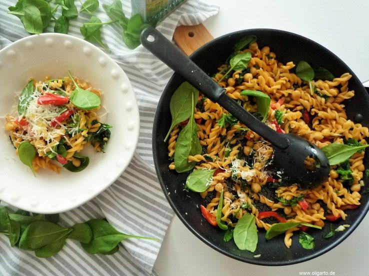 Rote Linsen Pasta mit Safran und Gemüse Rezepte Oligarto Blogzine