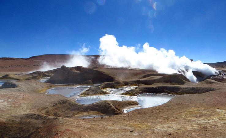 Geothermalgebiet Sol de Manana, das auf 4850 m ü.M. liegt. Eines der höchstgelegenen Geysierfelder der Welt.