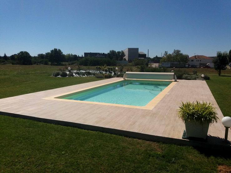 GILBERT-PISCINES-Installation-piscine-enterrée-coque-polyester-volet-roulant-hors-sol-MONTAUBAN-82000- 82