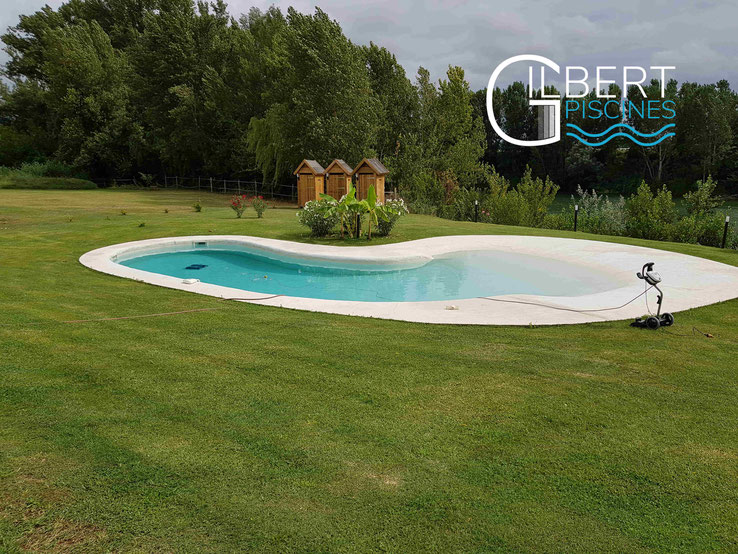 GILBERT_ PISCINES_construction_piscine_lagon_forme_libre_mobilite_reduite_chevaux_reynies_82_31