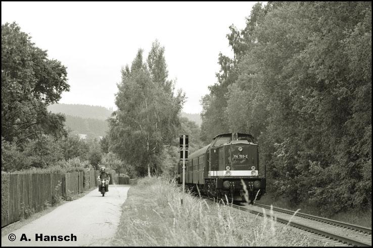 """In schwarz-weiß und mit der """"Schwalbe"""" entsteht eine fast perfekte Reichsbahnillusion"""